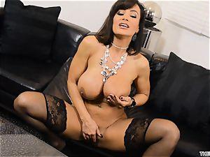 Lisa Ann shoves her fuck stick deep in her wet cunny