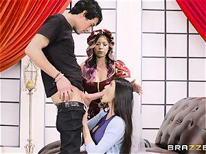 vulva nailed three with Yurizan Beltran and Brenna Sparks