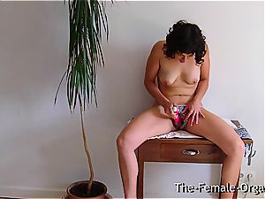 hairy school woman jacks her cascading puss