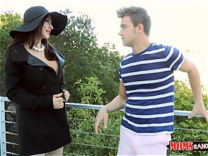 mom Ariella Ferrera humps nice teen Angel Del Rey and her bf