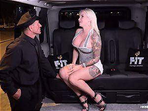 romped IN TRAFFIC - super-fucking-hot FFM threesome in the car