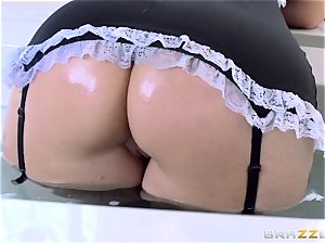 Maid Syren Demer is porked and fisted in the caboose