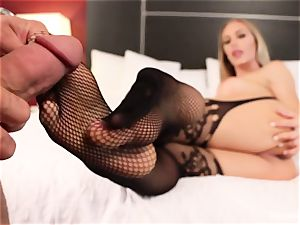 mind-blowing Nicole Aniston gives her dude a footjob