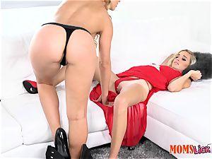 honeypot pie stepmom seduces her stepdaughter Naomi woods & Cherie Deville