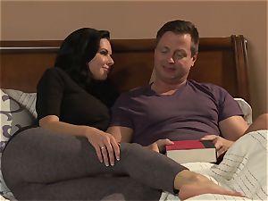 milf Veronica Avluv penetrates her horny spouse