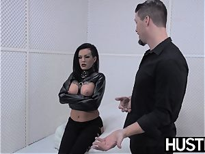 punk cougar Lola luscious vag plowed with rod and toys