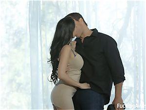 uber-sexy Sofi Ryan seducing the cameraman