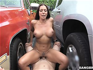 Rachel Starr porked between 2 cars
