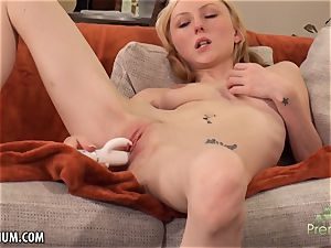 Amy Quinn enjoys to jack her labia with a fucktoy