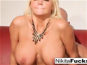 Russian mummy Nikita takes a phat chisel