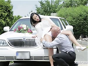 messy bride takes her chauffeur's chisel before her wedding