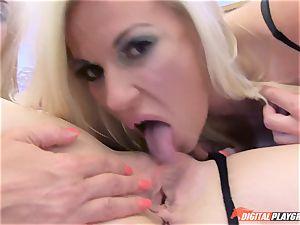 bellowing lesbians love to slurp nub
