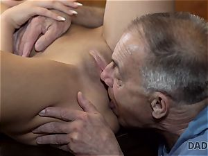DADDY4K. Angry man catches old daddy smashing his good-looking damsel
