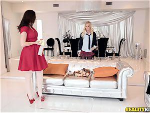 Chanel Preston and Bailey Brooke lezzy three way