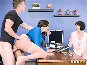 butt banging milf Ariella Ferrera in the office