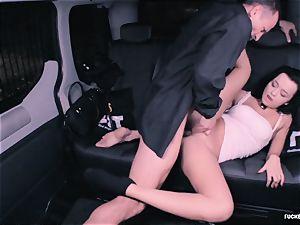 plumbed IN TRAFFIC - horny Daphne Klyde backseat plumb