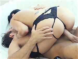 scorching cougar Jasmine Jae screwed deeply by huge chisel